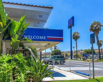 Motel 6 Los Angeles-Pomona - Pomona - Byggnad
