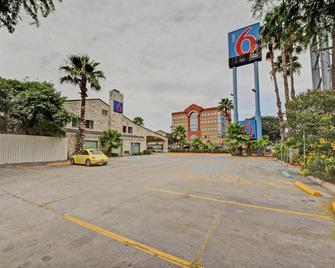 Motel 6 San Antonio Downtown - Market Square - San Antonio - Building