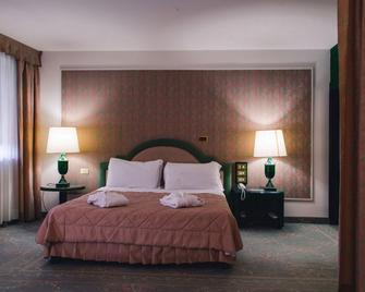 Grand Hotel Excelsior - Reggio di Calabria - Slaapkamer