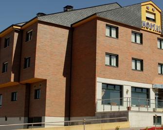 Hostal Tio Pepe II - Bembibre - Building