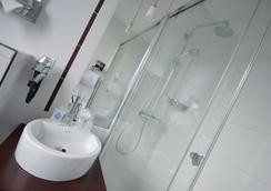 Kyriad Prestige Dijon Centre - Ντιζόν - Μπάνιο