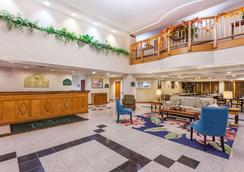 Wingate by Wyndham Winchester - Winchester - Lobby