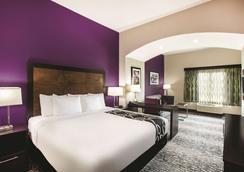 巴吞魯日德納姆斯普林斯拉昆塔旅館及套房酒店 - 巴頓魯治 - 巴吞魯日 - 臥室