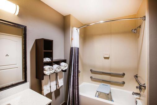 巴吞魯日德納姆斯普林斯拉昆塔旅館及套房酒店 - 巴頓魯治 - 巴吞魯日 - 浴室