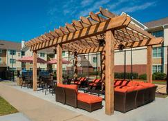 Residence Inn by Marriott New Orleans Metairie - Метэйри - Патио