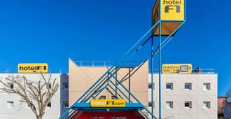 hotelF1 Nîmes ouest - נים - בניין