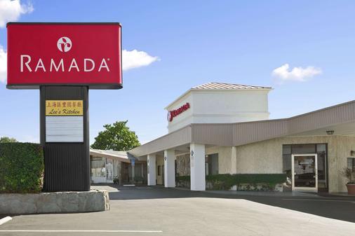 Ramada by Wyndham Torrance - Torrance - Building