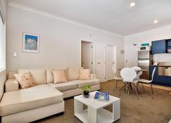 Auckland City Center Furnished Apartments - Auckland - Living room