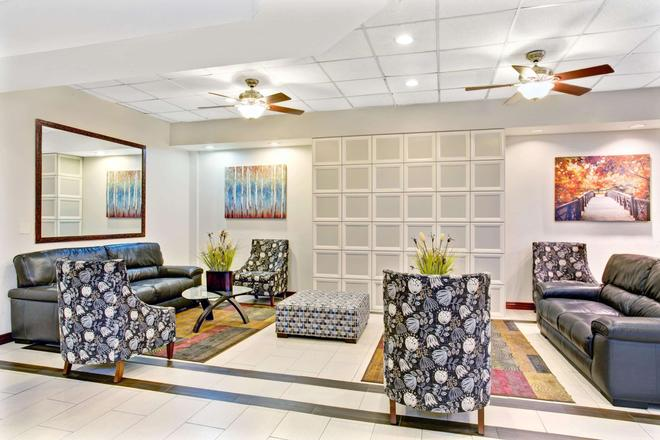 Ramada by Wyndham Salt Lake City Airport Hotel - Salt Lake City - Sala de estar