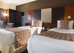The Normandy Hotel - Renfrew - Bedroom