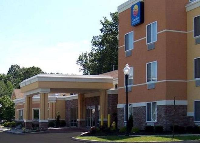 Comfort Inn & Suites - Saratoga Springs - Building