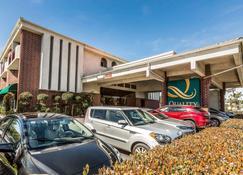 Quality Inn & Suites Irvine Spectrum - Lake Forest - Building