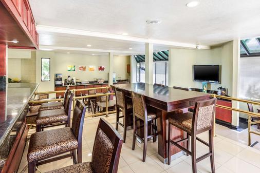 Quality Inn & Suites Irvine Spectrum - Lake Forest - Bar