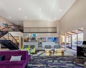 La Quinta Inn & Suites by Wyndham Oakland - Hayward - Hayward - Salónek