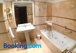 Hotel María Luisa - Burgos - Bathroom