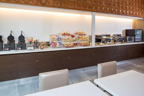 Wingate by Wyndham Miami Airport - Doral - Buffet