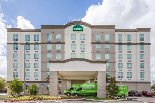 Wingate by Wyndham Miami Airport - Doral - Building