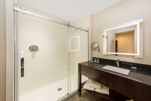 Wingate by Wyndham Miami Airport - Doral - Bathroom
