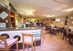 Patio Hostel - Μπρατισλάβα - Bar
