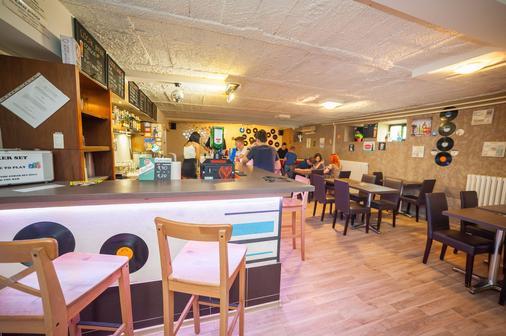 Patio Hostel - Bratislava - Bar