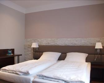 Hotel Restaurant Sonnenhof - Westerstede - Schlafzimmer
