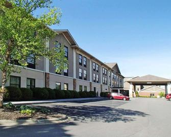Quality Inn & Suites University - Boone - Building