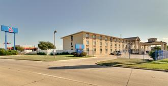 Motel 6 Dallas - Fair Park - Dallas - Building