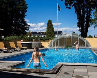 Hotel Skansen - Färjestaden - Zwembad