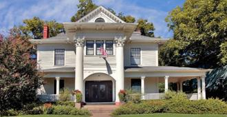 Corinthian Bed And Breakfast - Dallas - Building