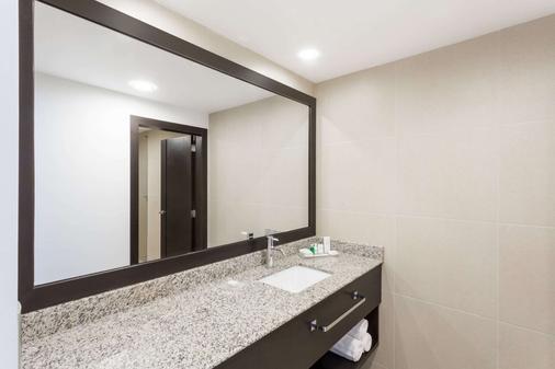 Wyndham Quito Airport - Tababela - Bathroom