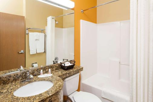 Microtel Inn & Suites by Wyndham South Bend/At Notre Dame - South Bend - Bathroom