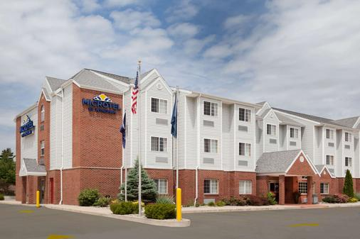 Microtel Inn & Suites by Wyndham South Bend/At Notre Dame - South Bend - Building