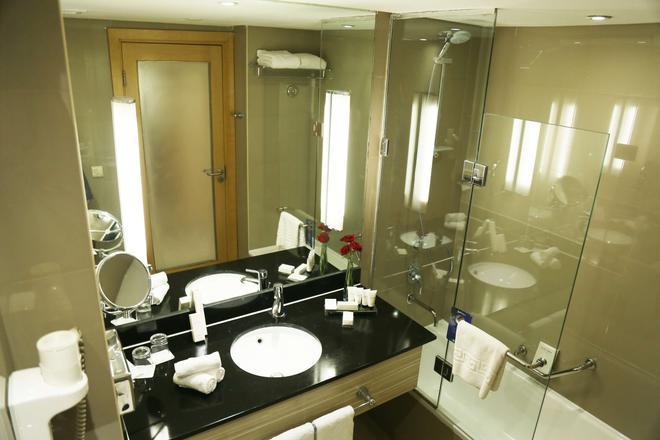 Radisson Blu Hotel, Cairo Heliopolis - Cairo - Bathroom
