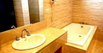 Principe Hotel and Suites - Panama City - Bathroom