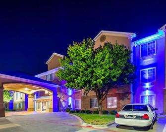 Best Western Plus Cutting Horse Inn & Suites - Weatherford - Building