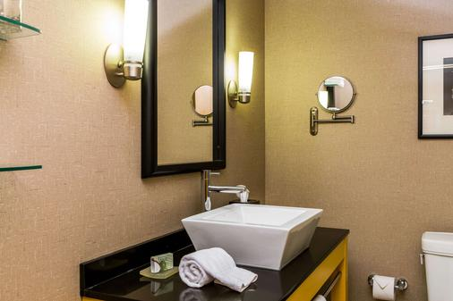 Cambria Hotel Raleigh Airport - Morrisville - Bathroom