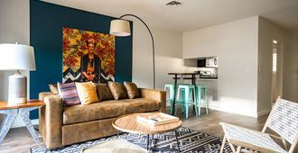 Wanderjaunt - Serrano - 2br - Point Loma - San Diego - Living room