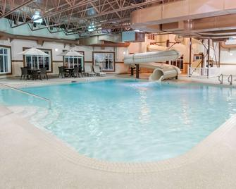 Ramada by Wyndham Drumheller Hotel & Suites - Drumheller - Pool