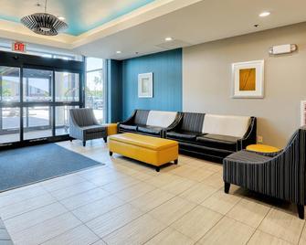 Holiday Inn Express & Suites Batavia - Darien Lake - Batavia - Lobby