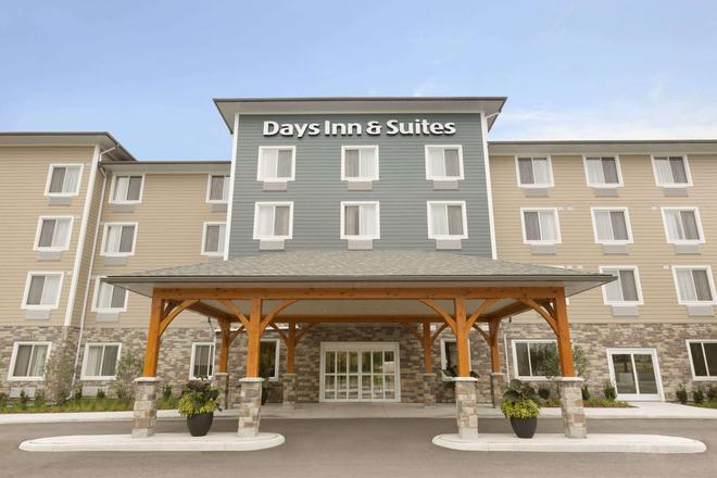 Days Inn & Suites by Wyndham Lindsay - Lindsay - Edificio