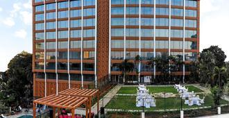 Vivanta by Taj - MG Road - באנגאלור - בניין
