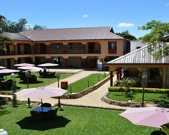 Nkubu Heritage Hotel - Meru - Patio