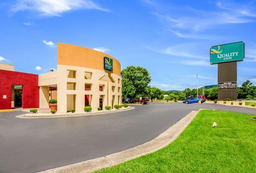 Quality Inn Roanoke Airport - Roanoke - Building