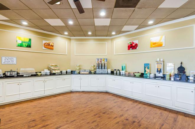 Quality Inn Roanoke Airport - Roanoke - Buffet