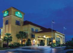 La Quinta Inn & Suites by Wyndham Prattville - Prattville - Building