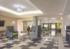 La Quinta Inn & Suites by Wyndham Prattville - Prattville - Lobby