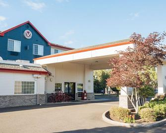 Red Lion Inn & Suites Mcminnville - McMinnville - Building