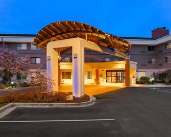 Holiday Inn Express Milwaukee-West Medical Center - Wauwatosa - Gebouw