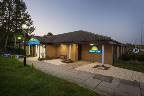 Days Inn by Wyndham Sutton Scotney North - Winchester - Rakennus