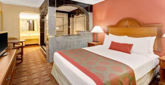 Ramada Baltimore West - Baltimore - Bedroom